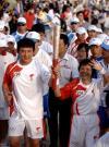 图文-北京奥运圣火在三亚传递 两人完成最后一棒