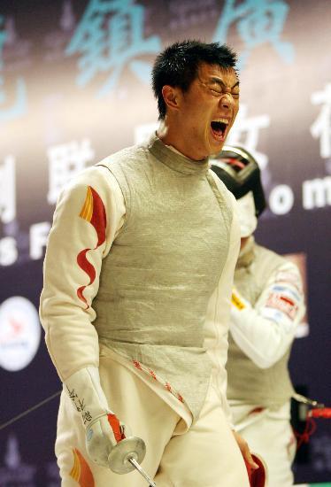 图文-世界杯中国队获男花团体冠军 黄良财庆祝胜利