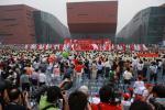 图文-北京奥运圣火在广州传递 仪式现场气氛热烈