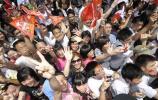 图文-奥运圣火传递活动在深圳举行 人群擦踵而立