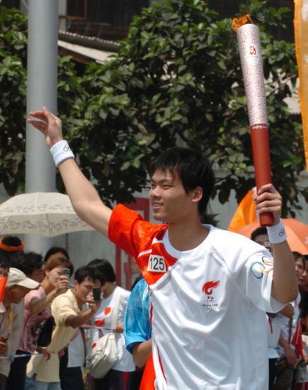 图文-2008年奥运会火炬在龙岩传递 林少杰十分自豪