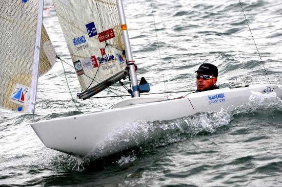 图文-青岛国际残帆赛三日赛况 克勒格尔做调试准备