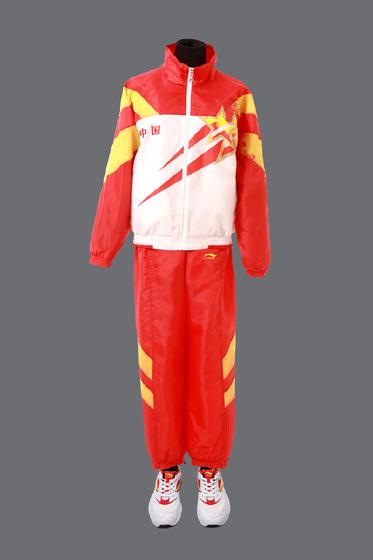"""牌""""被选为中国体育代表团专用领奖装备,结束了新中国运动员在奥运史上图片"""