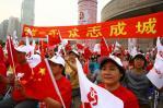 """图文-北京奥运圣火上海传递 """"团结一心众志成城"""""""