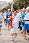图文-北京奥运圣火上海传递 火炬手胡茂元传递