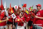 图文-十四国留学生安徽共迎奥运圣火 为中国红喝彩