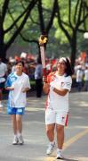 图文-奥运圣火在广西桂林传递 火炬手查孔传递