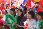 图文-奥运圣火在宁夏银川传递 沿途热情美女观众