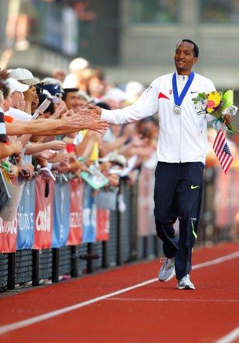 图文-美国奥运田径选拔赛第二日奎因雷接受祝贺