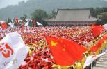 图文-奥运圣火在延安传递 黄帝陵前为圣火加油