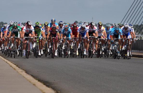图文-2008环法自行车赛第一阶段场面甚为壮观