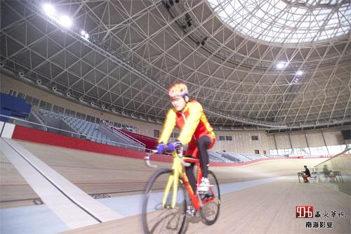 图文-明星带你看赛场之苗圃 自行车运动员矫健的身影