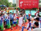 图文-奥运圣火在赤峰传递 首棒娜日苏手持火炬