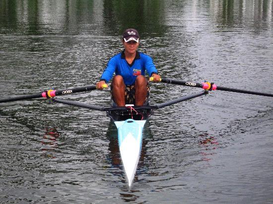 图文-缅甸赛艇队加紧备战奥运 轻松备战北京奥运