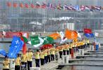 图文-奥运圣火在青岛传递 奥帆中心帆船港彩旗飞舞