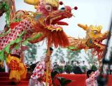 图文-北京奥运圣火在临沂传递 传统舞龙表演