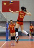 图文-中国选手备战奥运 国家女排队员在进行训练