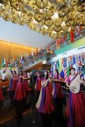图文-青岛奥运村凸显中国元素 中国传统乐器演奏