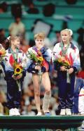 图文-泪洒赛场的奥运冠军 科尔在领奖台上喜极而泣