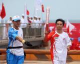 图文-奥运圣火在河北唐山传递 火炬手李志国