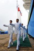 图文-射箭场举行颁奖仪式演练 升旗手整齐出场