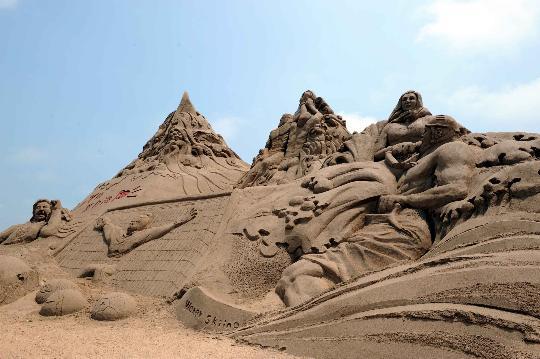 """图文-""""走进亚沙""""大型沙雕落户海阳 图案形象逼真"""