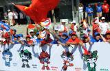 图文-奥运圣火继续在天津传递 观众秩序井然