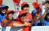 图文-奥运圣火继续在天津传递 展现天津热情