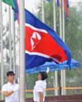 图文-朝鲜代表团举行升旗仪式 升旗手动作很潇洒