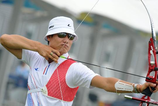 图文-韩国射箭队备战北京奥运 朴敬模在紧张训练