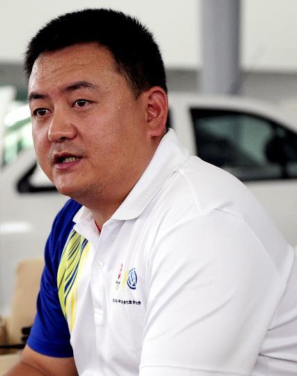 图文-北京奥运火炬接力车队抵京 队长耿涛讲话