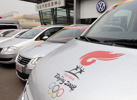 图文-北京奥运火炬接力车队抵京 车辆绘有接力图标