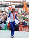 图文-英国奥运健儿载誉归国 库克笑得非常灿烂