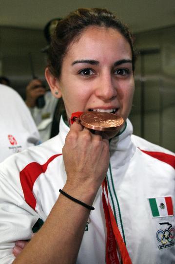 图文-墨西哥跳水队载誉返回祖国 她是墨西哥的骄傲