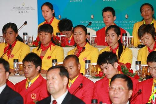 图文-中国奥运金牌运动员记者会 赛艇突破四姐妹