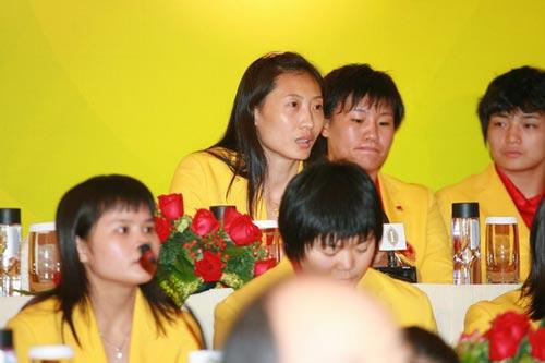 图文-中国奥运金牌运动员记者会 羽球一姐张宁