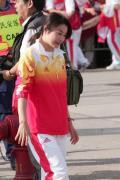 图文-金牌代表团在香港参加升旗礼 郭晶晶在笑什么