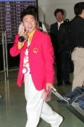 图文-内地奥运冠军代表团抵达澳门 李小鹏笑容可爱