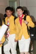 图文-内地奥运冠军代表团抵达澳门 吴静钰腼腆笑容