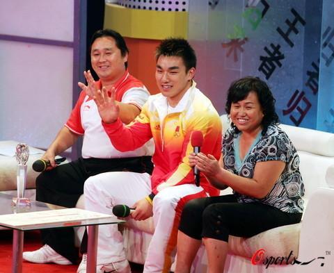 图文-湖北举行晚会欢迎奥运冠军 廖辉展现自我