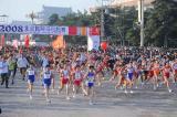 图文-08年北京国际马拉松赛赛况女选手集体出发