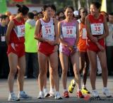 图文-08年北京国际马拉松赛赛况孙英杰准备出发