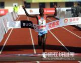 图文-08年北京国际马拉松赛赛况肯尼亚选手撞线