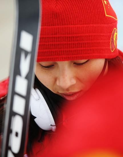 图文-李妮娜亮相亚布力滑雪场此刻最需要安静