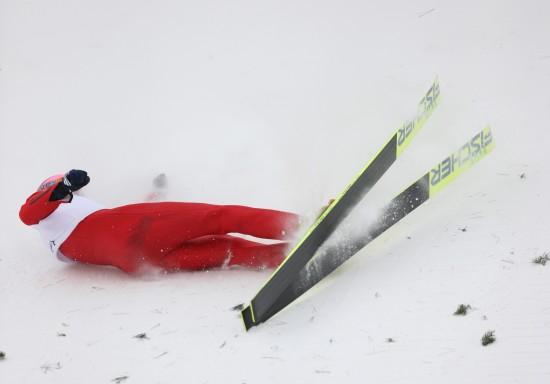 图文-跳台滑雪男子K90米个人赛王建勋严重失误