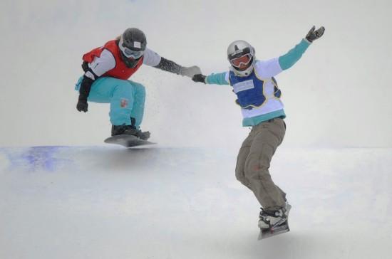 图文-大冬会单板滑雪女子争霸赛克莱尔成功登顶