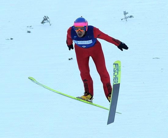 图文-跳台滑雪男子K90米团体赛中国选手王建勋