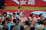 图文-全国女排联赛天津队成就第六冠高举奖杯
