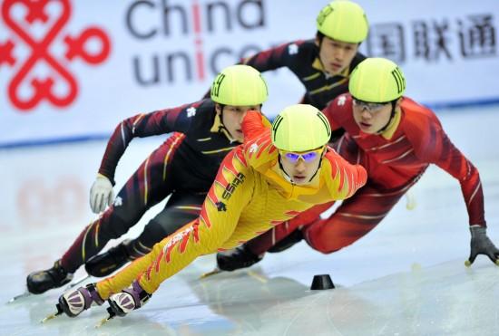 图文-11运会短道男子1000米决赛宋伟龙夺得第二