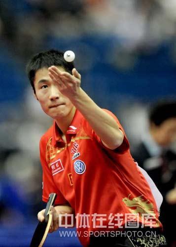 图文-世乒赛男单王励勤晋级大力发球暗藏杀机